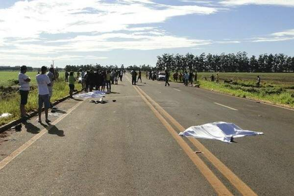 Imagem dos corpos na rodovia em março.