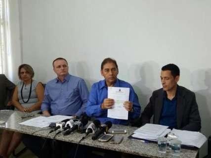 Sob protestos, Bernal diz que mantém proposta de 9,57% a servidores