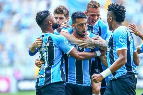 Grêmio atropela Sport por 5 a 0 e reduz vantagem para o líder Corinthians