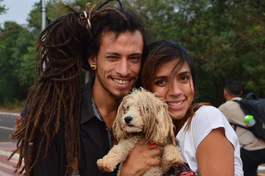 Casal deixou Venezuela para conhecer o mundo. (Foto: Thailla Torres)