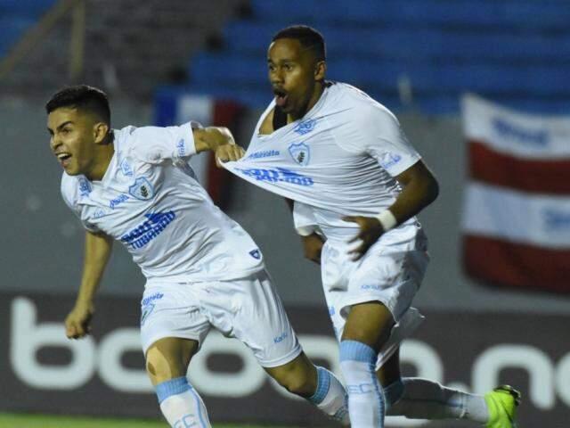 Mesmo com a vitória o Londrina está fora da disputa. (Foto: Gustavo Oliveira/LEC/Reprodução/Paraná Portal)