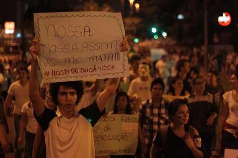 Saúde, tarifa e políticos lideram preferência em cartazes de protesto