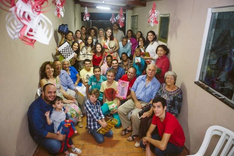 Como há muitos anos não se via, a foto é registro da união dos Santos, desta vez por gratidão, acima de tudo.  (Foto: Lusival Junior)