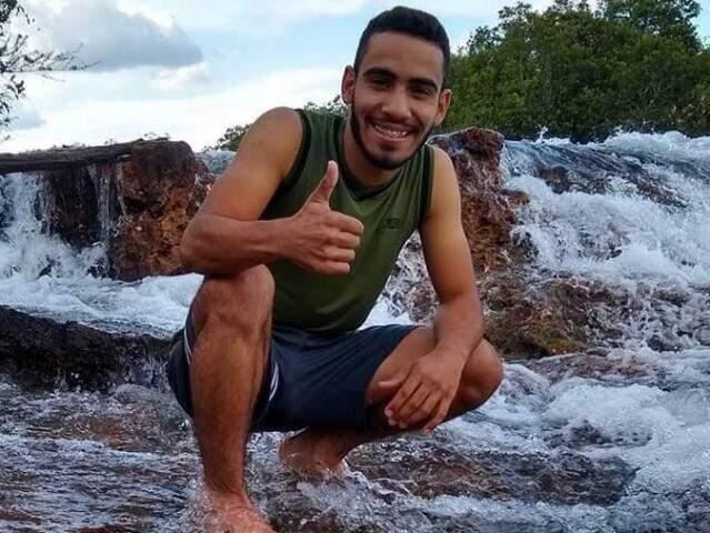 Jonadabi Nascimento dos Santos tinha 21 anos. (Foto: Reprodução Facebook)