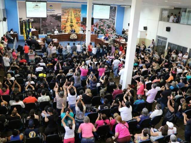 Servidores lotaram Câmara de Vereadores durante audiência pública, na sexta (Foto: Thiago Morais/Divulgação)