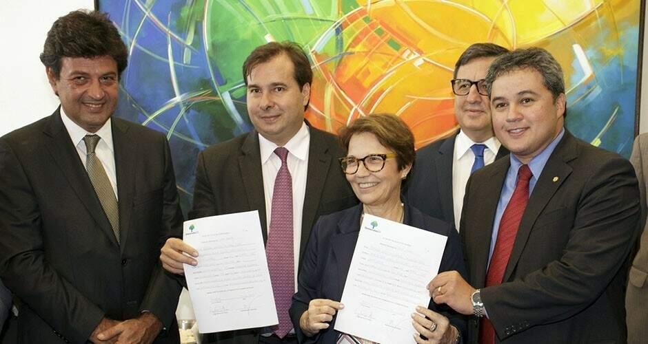 Luiz Henrique Mandetta ao lado de Rodrigo Maia, Tereza Cristina e Efrain Filho Moraes (Foto: Divulgação)