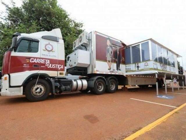 A carreta funciona como unidade móvel com os principais serviços do TJMS. (Foto: Divulgação)
