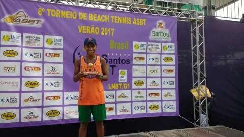 Alunos de projeto social sobem ao pódio em competição de beach tennis em Santos