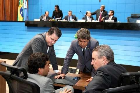 Deputados aprovam prorrogação de abono de R$ 200 a servidores estaduais