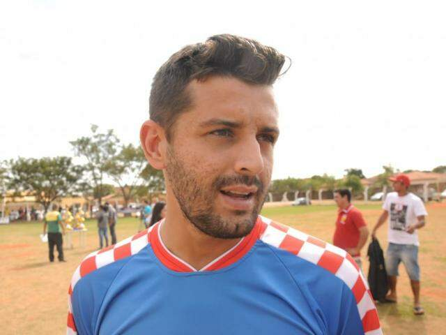 Adrian Acácio, lateral do Ferro Velho do Tatá (Foto: Paulo Francis)
