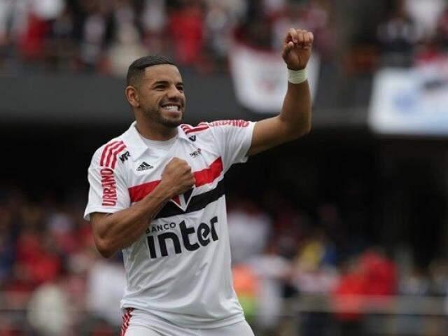 Bruno Peres comemora gol que garantiu a vitória do São Paulo no Morumbi (Foto: Rubens Chiri/saopaulofc.net)