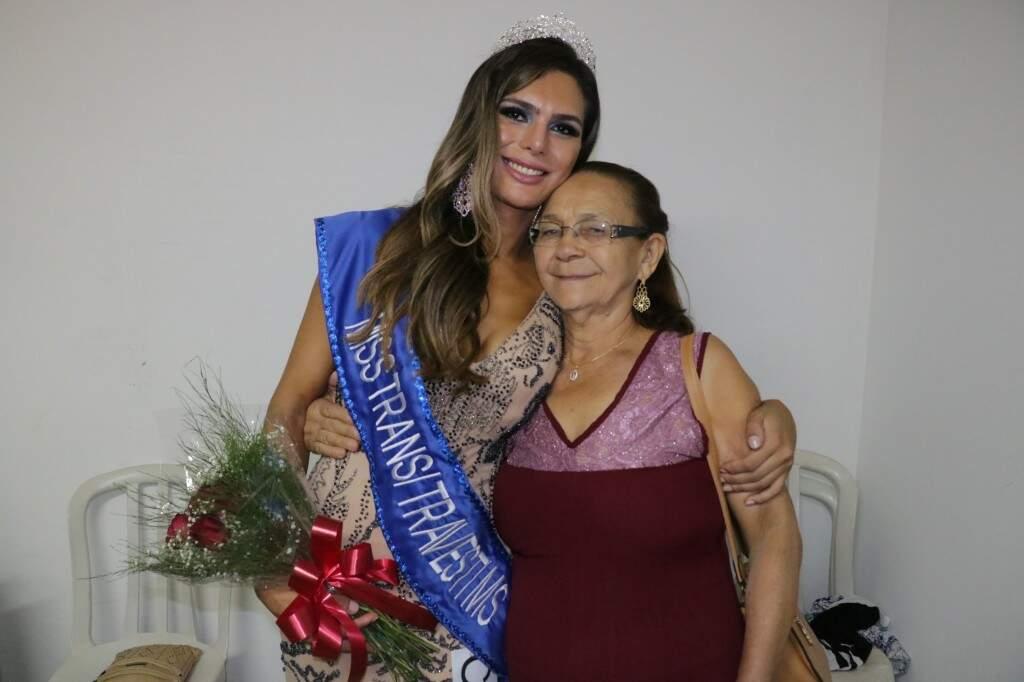 Avó orgulhosa da neta, Carmelita fez questão de assistir Priscilla vencer o concurso (Foto: Kimberly Teodoro)