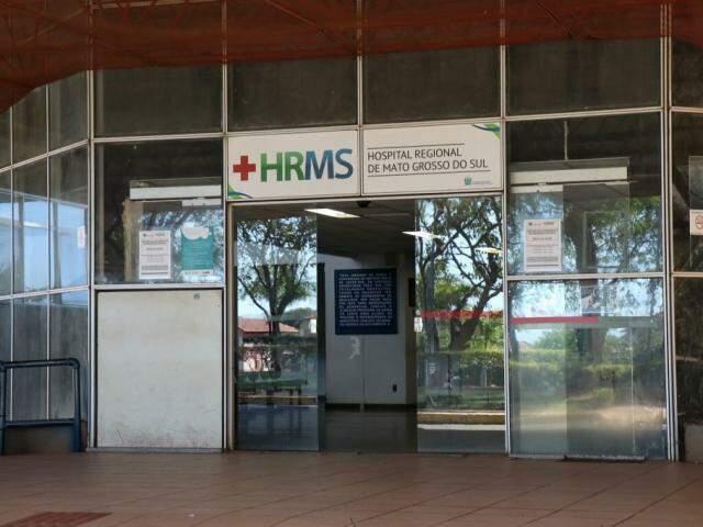 Entrada do Hospital Regional, localizado em Campo Grande (Foto: Henrique Kawaminami/Arquivo)