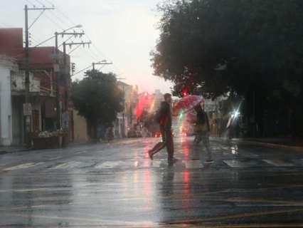 "Agosto surpreende campo-grandense com chuva 243% acima do ""normal"""