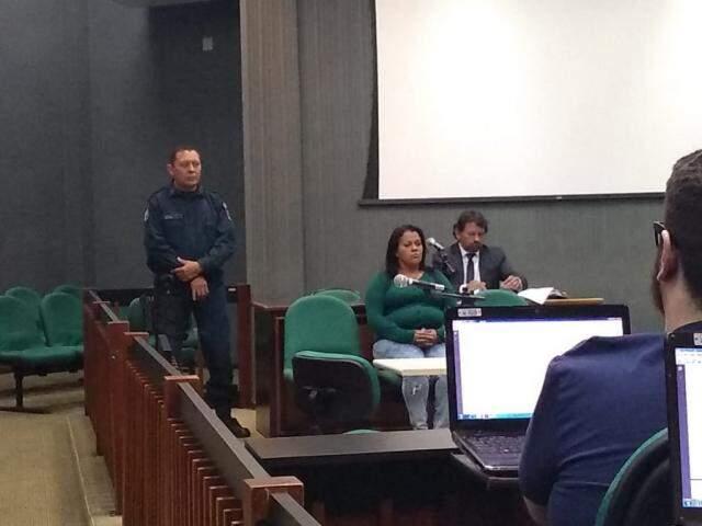 Renata durante o julgamento de participação no homicídio qualificado por asfixia (Foto: Mirian Machado)