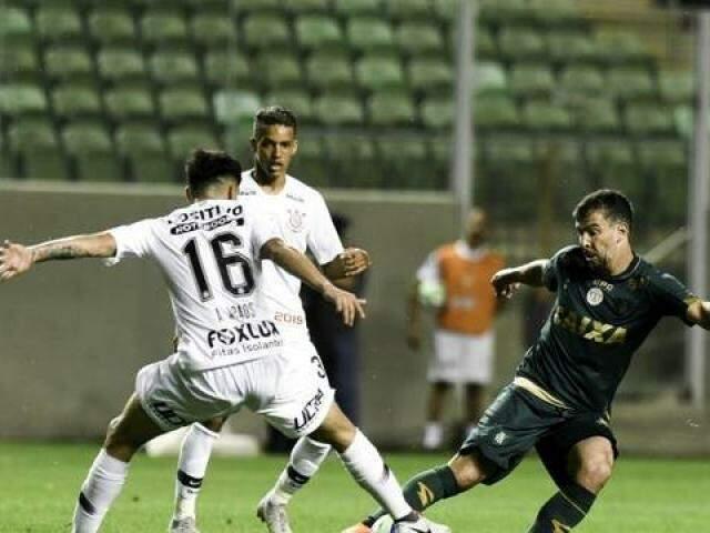 América-MG e Corinthians se enfrentaram no Independência (Foto: Mourão Panda/América-MG)