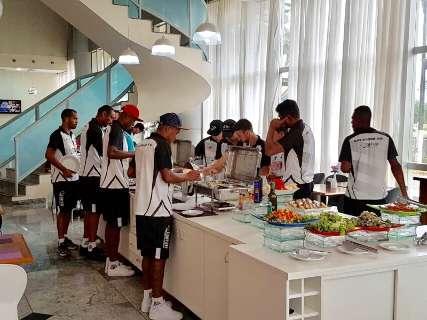 Com jogo às 14h30, Operário substitui café da manhã por almoço em Luziânia