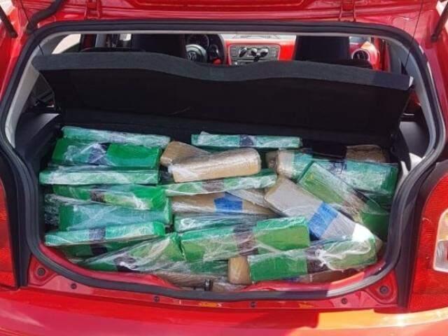 Carga estava dividida em 194 tabletes, encontrados no porta-malas do veículo. (Foto: Divulgação)