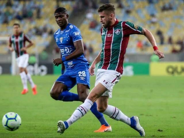 Jogada durante o embate desta noite no Maracanã. (Foto: Reprodução/Lucas Merçom/FluminenseFC)