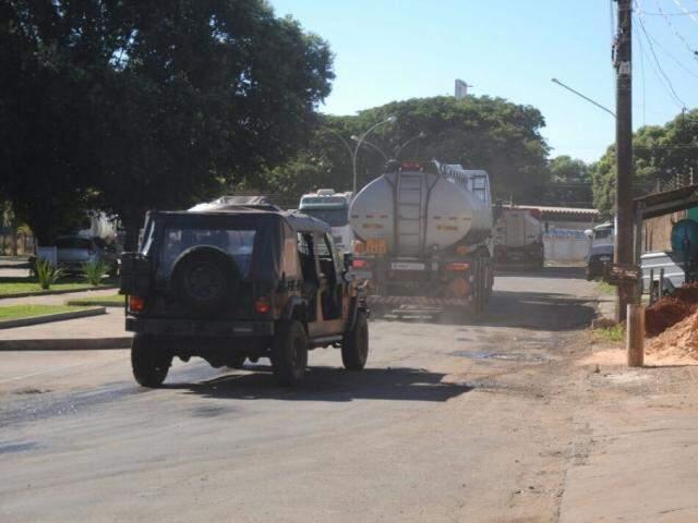 No trajeto de 400 km, alguns veículos devem ficar pelo caminho para atender demais municípios desabastecidos. (Foto: Paulo Francis)