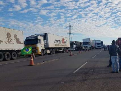 Em 3º dia de protestos, caminhoneiros mantêm bloqueios em 22 pontos