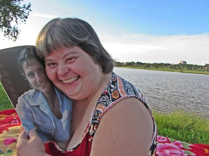 Fã de Fábio Jr, ela vive para encher a família de alegria. (Foto: Eduarda Rosa)