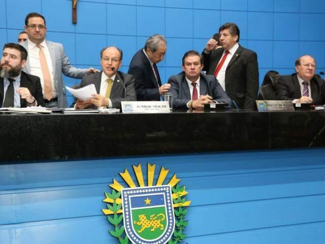 Deputados aprovaram o projeto na sessão desta quinta-feira (Foto: Victor Chileno/ALMS)