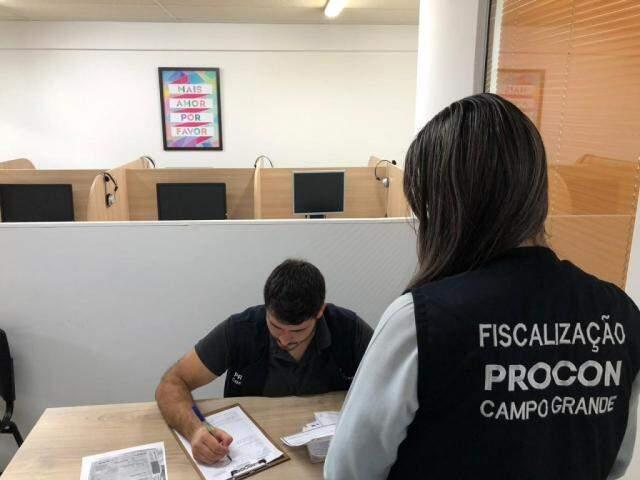 Equipe do Procon foi esta manhã na escola para verificar denúncia (Foto/Divulgação: Procon)