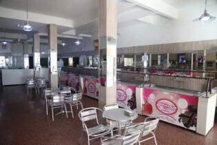 No buffet self service, são 56 sabores e muitos acompanhamentos (Foto: Fernando Antunes)