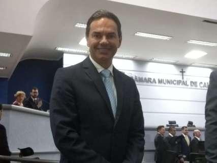 """""""Quem fixa salário de vereadores é vereador"""", diz prefeito sobre reajuste"""
