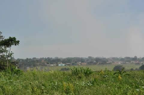 Fumaça produzida pelo lixão cobre dois bairros de Campo Grande