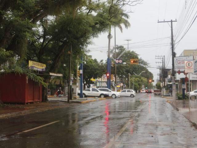 Chuva chegou a três milímetros nesta sexta em Dourados (Foto: Direto das Ruas)