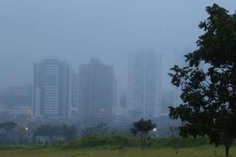 Previsão de madrugada mais fria do ano traz alerta para moradores de rua