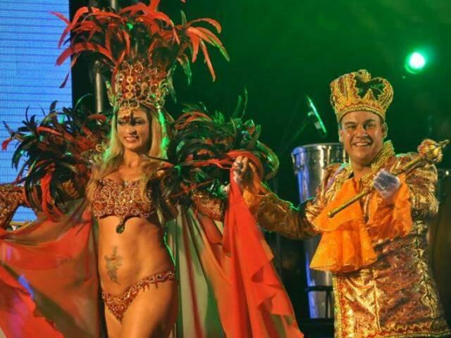 Rainha Safira Maia e Rei Momo Alcides da Silva. (Foto: Alcides Neto)