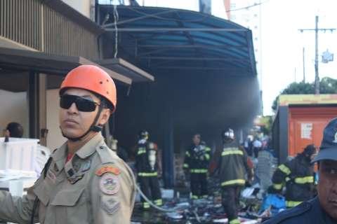 Prédio da Planeta Real pode desabar; 60 bombeiros estão no local