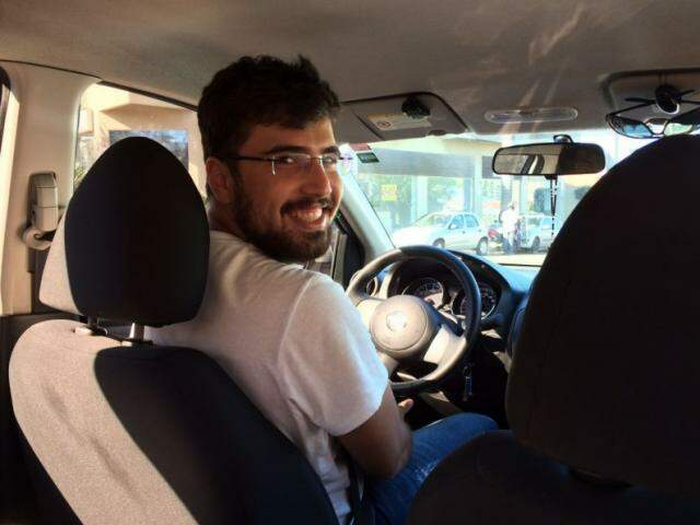 Vinícius faz engenharia mecânica e está esperançoso com a chegada do Uber. (Foto: Thailla Torres)