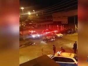 Polícia volta a usar bomba de gás e bala de borracha em rua de bar