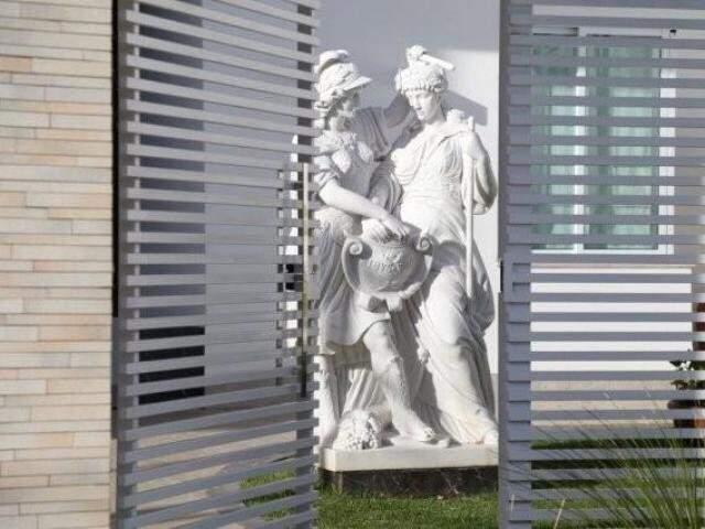 Estátuas em mansão alvo da Nevada; denunciado teve pedido de liberdade negado. (Foto: Arquivo)