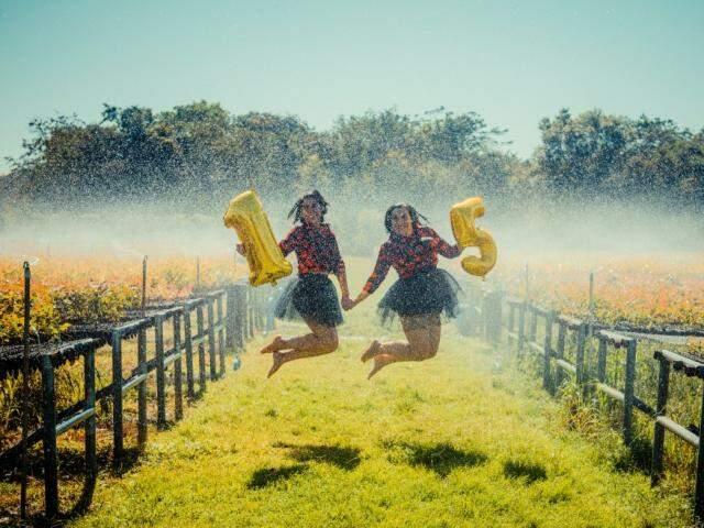 São 15 anos de amizade celebrados com ensaio de divertido. (Foto: Arumi Figueiredo Fotografia)