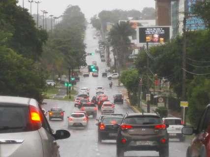 Pela terceira vez, tempo muda e chove na área central de Campo Grande