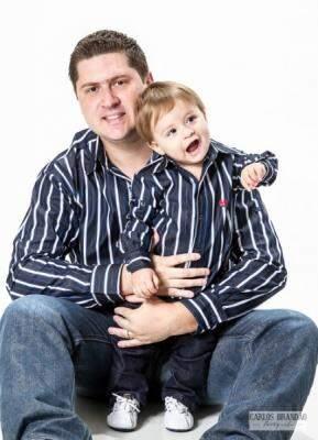 A imagem reproduzida no site mostra modelo de camisa manga longa para pai e filho. (Fotos: Carlos Brandão)