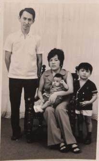 Com os filhos ainda pequenos, no início da vida em Campo Grande. (Foto: Arquivo Pessoal)