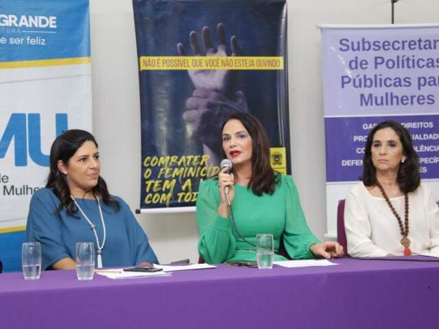 Da esquerda para direita, Luciana Azambuja, Luiza Brunet e Carla Stephanini (Foto: Kisie Ainoã)