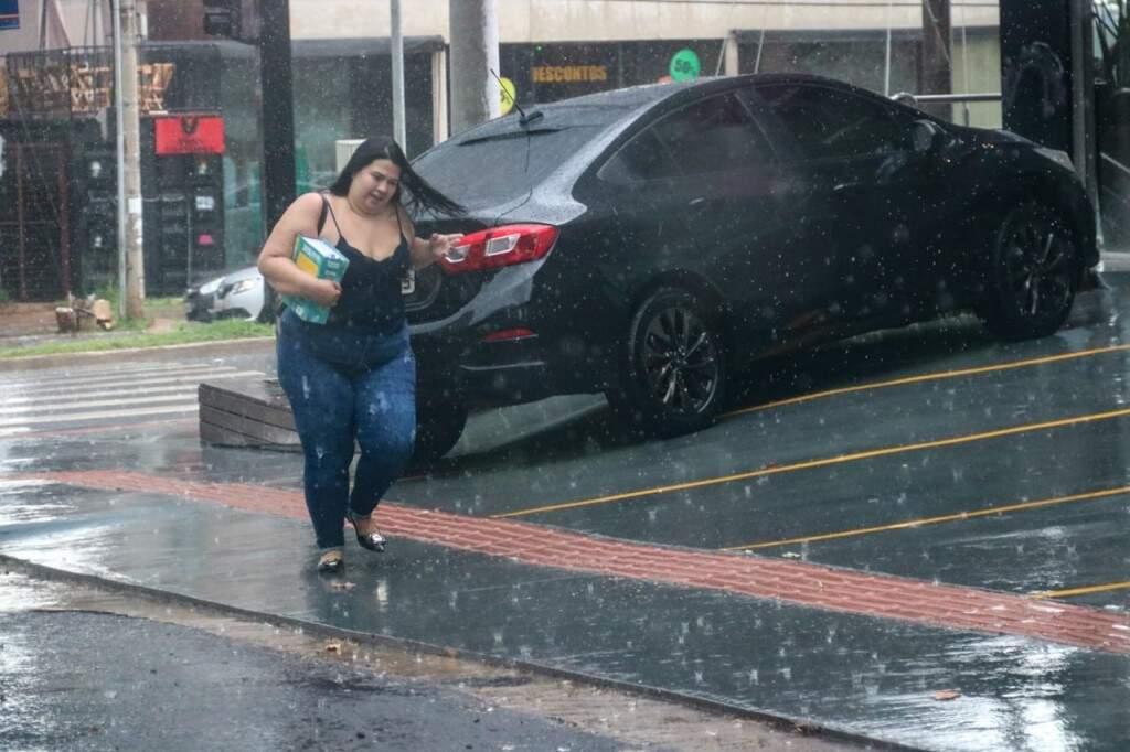 Na Rua Amazonas, mulher foi pega desprevinida.