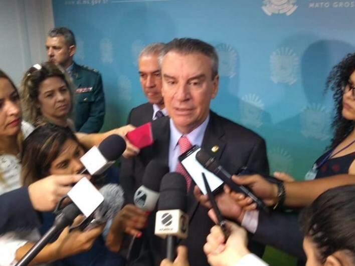 Presidente da Assembleia Legislativa de MS, deputado Paulo Corrêa (PSDB), durante entrevista coletiva. (Foto: Leonardo Rocha).