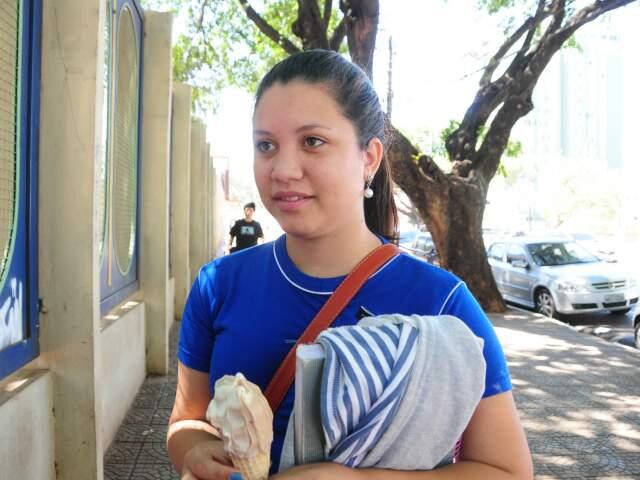 Mesmo não considerando uma ótima aluna, Lindaiane acha que tem o direito deuma vaga na universidade (Foto: Rodrigo Pazinato)