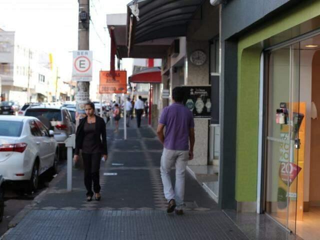 Comércio da Rua 14 de Julho, no Centro de Campo Grande, em dia de baixo movimento (Foto: Fernando Antunes/arquivo)
