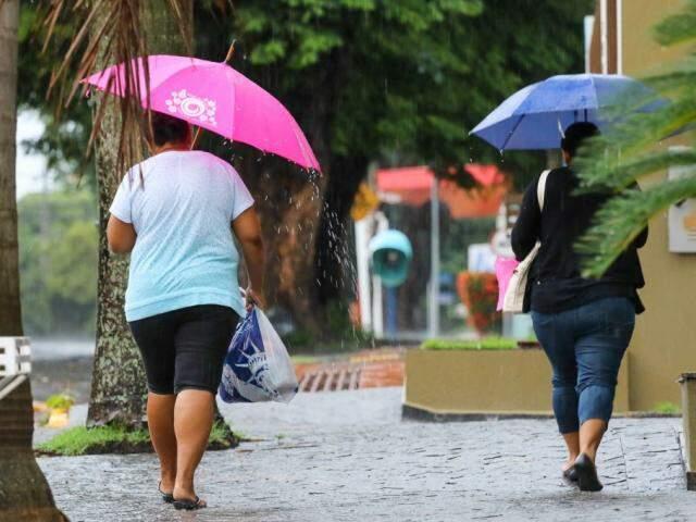 Capital amanheceu sob chuva nesta terça-feira; mau tempo deve perdurar por todo o dia no Estado. (Foto: André Bittar)