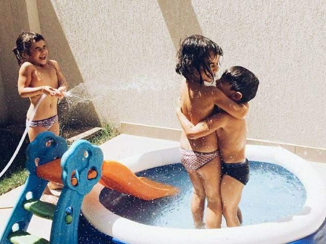 As fotos dos três interagindo são as mais comuns no Família Moderna