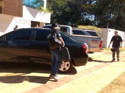 Após 4 horas, policiais deixam escritórios de advogado e empresário